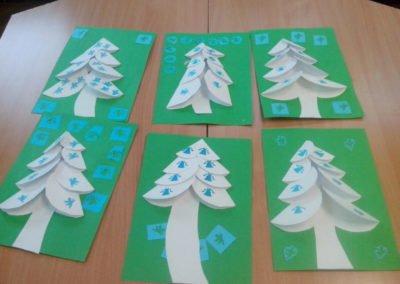 Choinka z origami Dzień Drzewa Dzień Ochrony Środowiska Dzień Ziemi Izabela Kowalska Nauka kształtów Prace plastyczne Prace plastyczne (Dzień drzewa) Święta Zima (Prace plastyczne)