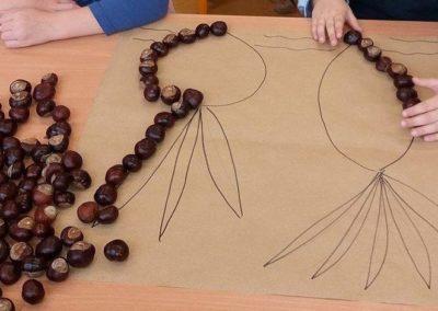 Jesienna układanka z żołędzi i kasztanów Jesień Jesień Joanna Lewandowska Prace plastyczne Prace plastyczne (Jesień)