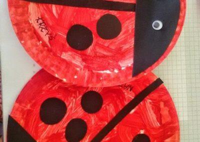 Biedronka z papierowych talerzyków Dominika Kobylak Kreatywnie z dzieckiem Prace plastyczne Zwierzęta