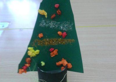 Choineczki z rolki papieru Dzień Drzewa Dzień Ochrony Środowiska Dzień Ziemi Kreatywnie z dzieckiem Marlena Wrońska Prace plastyczne Święta Zima