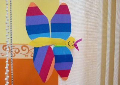 Motylek z kolorowych pasków Jesień Kreatywnie z dzieckiem Lato Monika Okoń Prace plastyczne Prace plastyczne Światowy Dzień Zwierząt Wiosna Zwierzęta