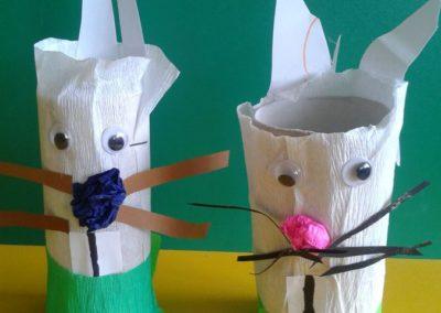 Zajączki z białej bibuły Marlena Wrońska Prace plastyczne Prace plastyczne (Dzień Zwierząt) Prace plastyczne (Wielkanoc) Światowy Dzień Zwierząt Wielkanoc (Prace plastyczne) Wiosna (Prace plastyczne) Zwierzęta (Prace plastyczne)