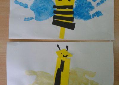 Pszczółki z odrysowanej dłoni Lato Marlena Wrońska Prace plastyczne Prace plastyczne (Dzień Zwierząt) Prace plastyczne (Wiosna) Światowy Dzień Zwierząt Zwierzęta