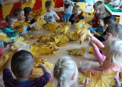 Ptaszek z liści Aneta Grądzka-Rudziak Jesień Jesień Międzynarodowy Dzień Ptaków Prace plastyczne Prace plastyczne (Dzień Zwierząt) Prace plastyczne (Jesień) Światowy Dzień Zwierząt Zwierzęta