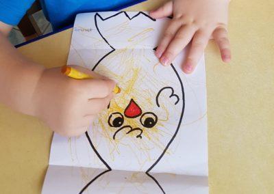 Kurczaki wielkanocne - wyklejanka Dominika Kobylak Kreatywnie z dzieckiem Prace plastyczne Wielkanoc