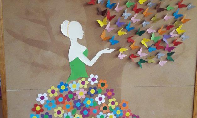 Ozdoba sali – Pani Wiosna z motylkami