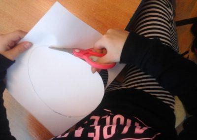 Pisanki odbite na obrusie Anna Kowalska Kreatywnie z dzieckiem Prace plastyczne