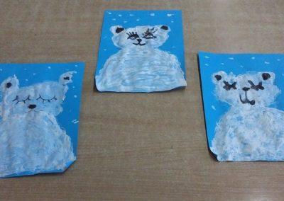 Malowanie korkiem Niedźwiedzia Polarnego Dzień Koloru Białego Dzień Niedźwiedzia Dzień Pluszowego Misia Izabela Kowalska Kreatywnie z dzieckiem Zima Zima