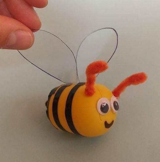 Pszczoły z opakowań po kinder jajkach
