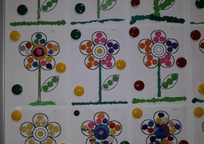 Kolorowe kwiatki - praca z plasteliną Małgorzata Wojkowska Prace plastyczne Wiosna Wiosna (Prace plastyczne)