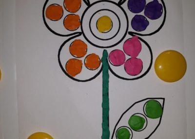 Kolorowe kwiatki - praca z plasteliną Małgorzata Wojkowska Prace plastyczne Wiosna (Prace plastyczne) Wiosna