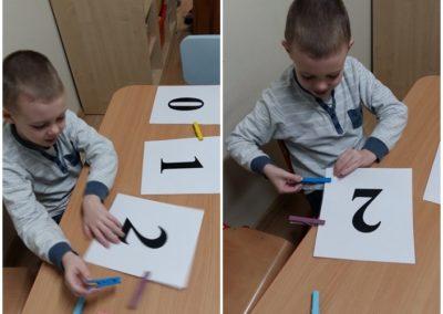 Plansze matematyczne z klamerkami Dzień Matematyki Katarzyna Kołodziejska Matematyka Pomoce dydaktyczne Zabawy matematyczne (Dzień Matematyki)