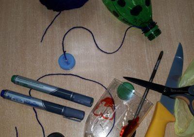 Praca techniczna - Zabawka ekologiczna z butelki plastikowej Dzień Ochrony Środowiska Dzień Ziemi Kreatywnie z dzieckiem Małgorzata Wojkowska Święta i pory roku