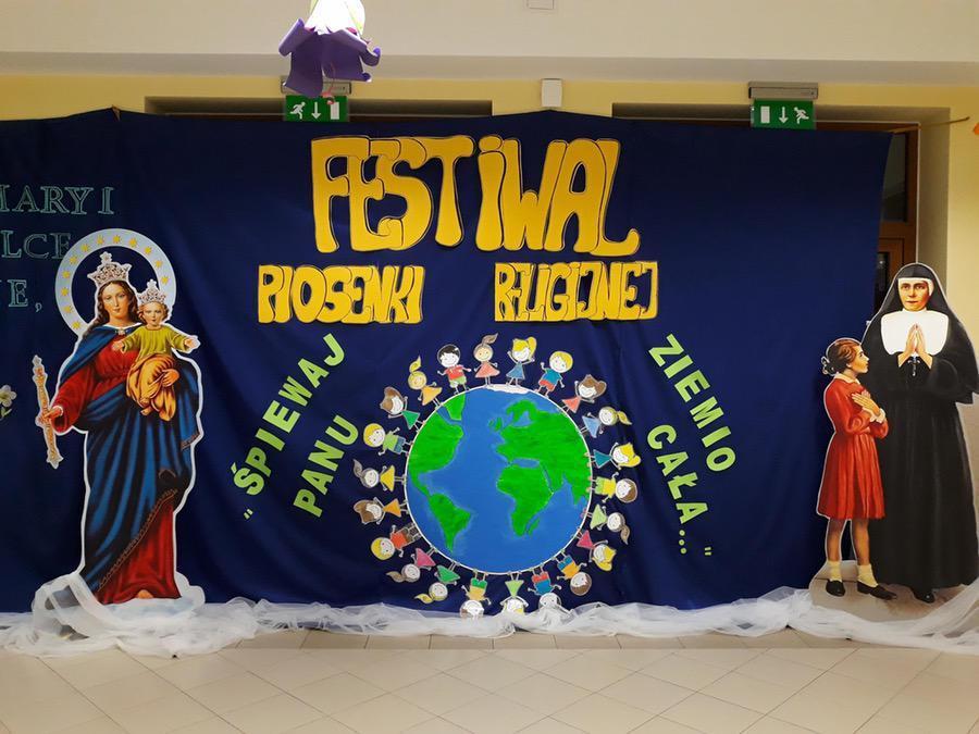 Dekoracja sali na festiwal piosenki religijnej Kreatywnie z dzieckiem Małgorzata Wojkowska