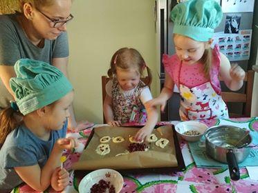 Czekoladowe ciasteczka z granatem i pistacjami
