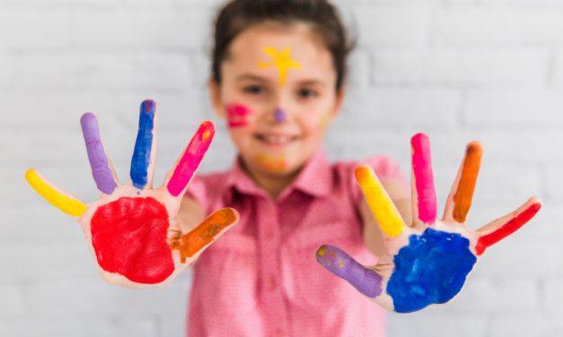 20 najlepszych zajęć dla 2-letnich dzieci w domu i na powietrzu